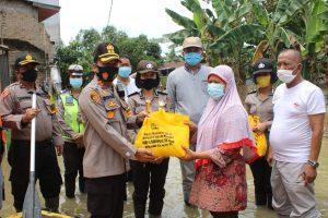 Bantu Korban Banjir, Kapolres Sergai Turunkan Perahu Karet Dan Sembako