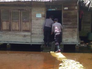 Peduli Kapolres Batu Bara, Melalui Kasat Sabhara Berikan Bantuan Paket Sembako Kepada Masyarakat Desa Barung barung dan Desa Guntung
