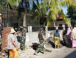 Antusias Warga Kawo Bantu Satgas TMMD Ke-111 Kodim 1620/Loteng Rehab Mushalla Di Desa Kawo