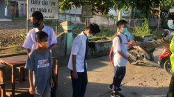 Sat Lantas Polres Lotara Laksanakan Giat Prokes bagikan Masker Terhadap pelajar