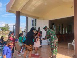 Manfaatkan Moment Pengamanan Ibadah, Satgas Pamtas Yonif 742/SWY Bagikan Masker